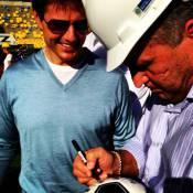 Tom Cruise encontra Zico em visita às obras do Maracanã, no Rio