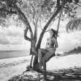 Após Réveillon com Cauã Reymond em Alagoas, Grazi Massafera compartilha fotos em praia