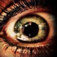 Caio Castro publica imagem de um dos olhos de Sabrina Pimpão e legenda: 'Meu cafofo'