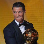 Cristiano Ronaldo grita ao ganhar o prêmio Bola de Ouro: 'Quero alcançar Messi'