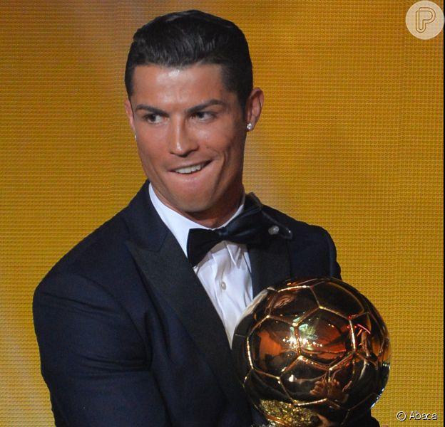 Cristiano Ronaldo foi premiado pela terceria vez com a Bola de Ouro e diz que quer alcançar Lionel Messi, vencedor por quatro vezes