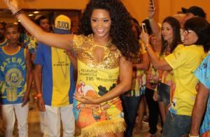 Juliana Alves entra no ritmo do Carnaval e samba com look justíssimo em feijoada