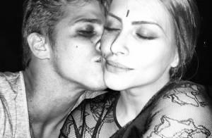 Rômulo Arantes Neto publica foto beijando Cleo Pires: 'Sem palavras'