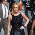 Lindsay Lohan posa para foto antes de entrar no estúdio do programa David Letterman, em 9 de abril de 2013