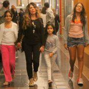 Elba Ramalho passeia com as filhas, as três Marias, em shopping do Rio