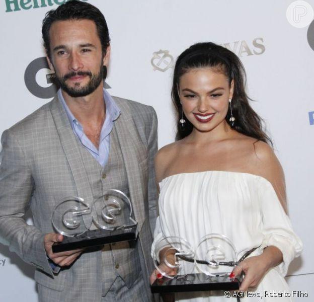 Isis Valverde e Rodrigo Santoro recebem prêmio no Rio em 29/11/2012