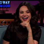 Mila Kunis confessa estar casada com Ashton Kutcher e exibe aliança na TV