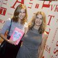 Maitê Proença recebeu a visita de sua filha, Maria, no lançamento de seu livro nesta terça-feira, 7 de maio de 2013