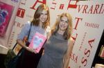 Maitê Proença recebe a filha, Maria, no lançamento de seu novo livro no Rio