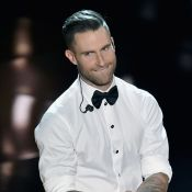 Adam Levine corta orelha ao ser atacado por fã em show: 'Aterrorizante'