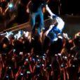 Em 2013, Beyoncé foi derrubada por um fã durante um show em São Paulo. Rapidamente, ela foi socorrida por um dos seus seguranças