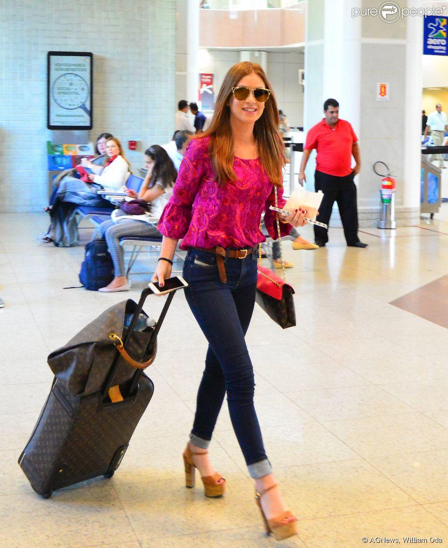 Marina Ruy Barbosa embarcou no Aeroporto Santos Dumont, no Rio de Janeiro, nesta sexta-feira, 10 de abril de 2015
