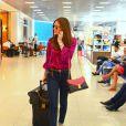A namorada do empresário Caio Nabuco desfilou com uma mala e duas bolas da grife Louis Vuitton