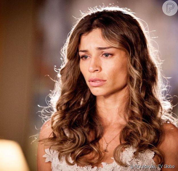 Ester (Grazi Massafera) volta para a casa de Alberto (Igor Rickli), para ficar ao lado da filha, mas o empresário diz que não a aceita de volta, em 'Flor do Caribe', em 27 de maio de 2013
