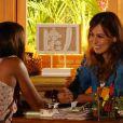 Natália (Daniela Escobar) confirma para Carol (Maria Joana) que está grávida, em 'Flor do Caribe'