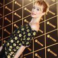A atriz Mariana Ximenes posa no camarote do show da Madonna