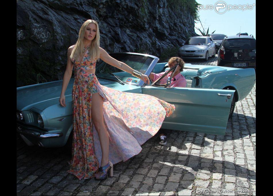 Fiorella Mattheis exibe boa forma em ensaio para marca de roupas My Place na tarde desta terça-feira, 28 de maio de 2015, na Prainha