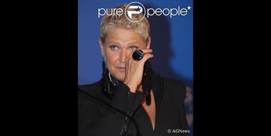 Xuxa voltou a pedir orações dos fãs para a mãe na tarde desta quarta-feira, 29 de abril de 2015: 'Hoje vou ver meu futuro estúdio, mas minha Aldinha não está bem. Por favor, rezem por ela'