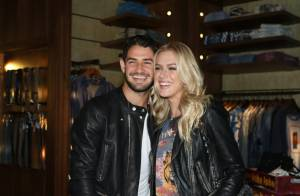 Fiorella Mattheis e Alexandre Pato vão de mãos dadas a evento de moda em SP