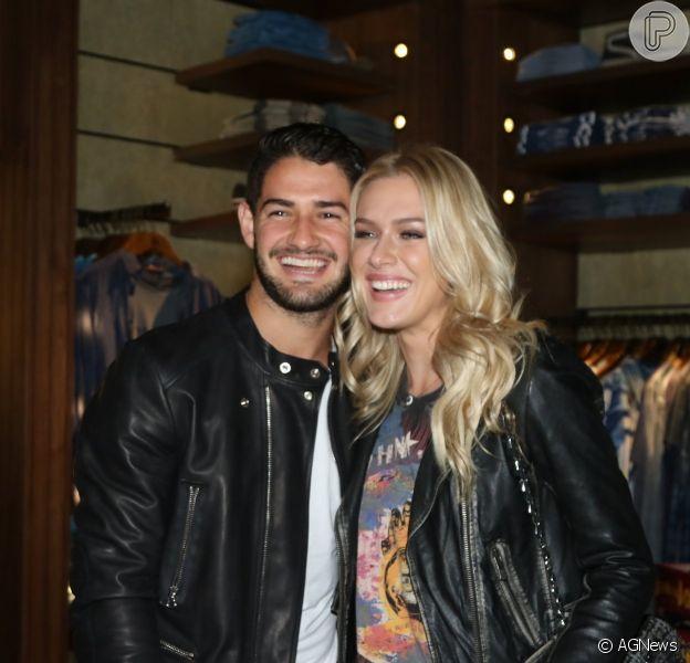 Fiorella Mattheis e Alexandre Pato vão juntos a lançamento de coleção de loja em São Paulo, na noite desta quarta-feira, 29 de abril de 2015