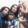 A pequena Nathália Costa postou foto com Claudia Raia, Christiane Torloni e Conrado Caputo: 'Beijinhos para vocês também'