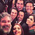Sabrina Petraglia postou foto com Leopoldo Pacheco, Thiago Lacerda, Giovanna Lancelotti, Nando Rodrigues, Conrado Caputo e Daniel Ortiz, autor da novela: 'Nós e o grande responsável por tudo! Muito amor.'