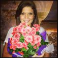 A atriz Bárbara Borges postou foto com um buquê de flores e legendou: 'Como é bom ser amada'
