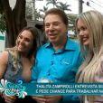 Silvio Santos foi abordado pela repórter de Luciana Gimenez e a modelo transex Thalita Zampirolli na porta do salão do amigo, Jassa, em São Paulo