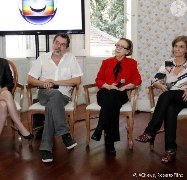 Fernanda Montenegro é fotografada na entrevista coletiva de lançamento do especial 'Doce mãe', que a TV Globo exibe em dezembro de 2012