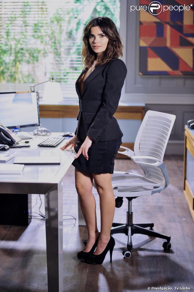 Vanessa Giácomo teve que controlar a alimentação para emagrecer um pouco para usar o figurino da secretária Aline, em 'Amor à Vida', como conta em entrevista para a colunista Patricia Kogut, do jornal 'O Globo', neste domingo, 2 de junho de 2013