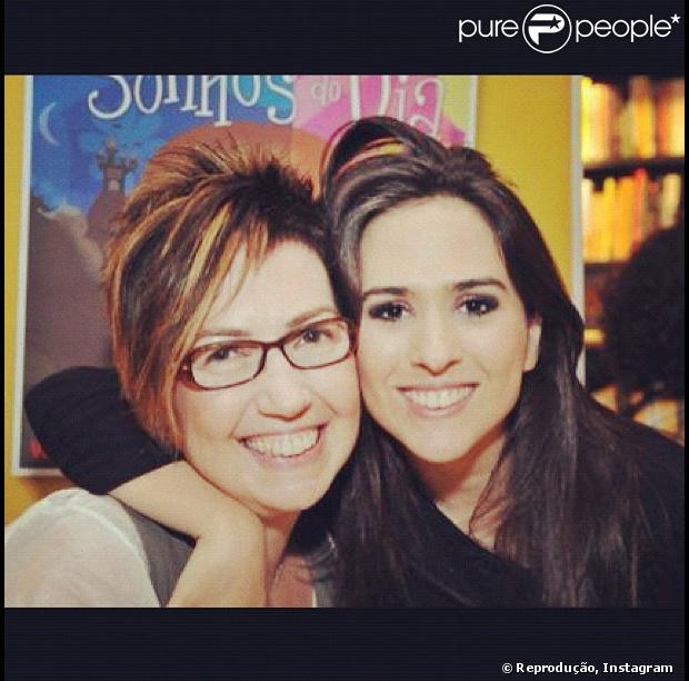 Tatá Werneck apresenta sua verdadeira 'mãezoca', Claudia, em entrevista para a colunista Patricia Kogut, do jornal 'O Globo', em junho de 2013