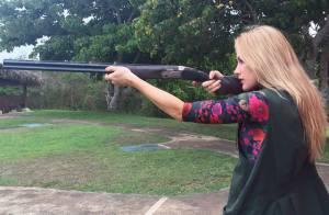 Fiorella Mattheis faz aula de tiro esportivo: 'Nunca pensei'. Veja vídeo!