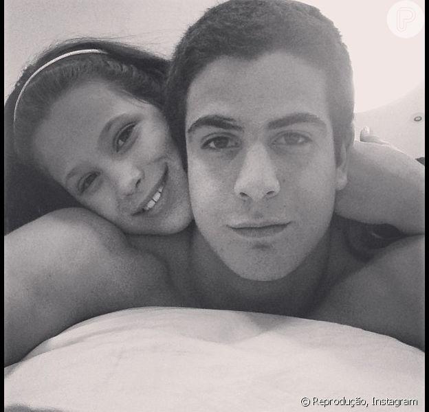 Claudia Raia posta foto dos filhos Enzo e Sofia e se declara: 'Meus dois amores. Amo!', em 05 de junho de 2013