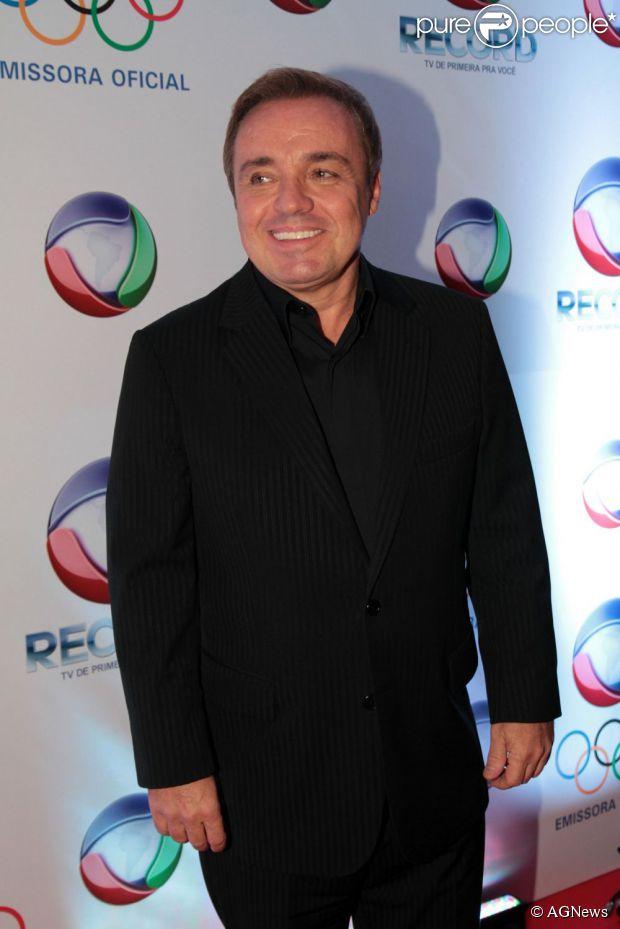 Gugu Liberato pediu demissão da Rede Record para evitar mais demissões na emissora, segundo informações da revista 'Quem', nesta quinta-feira, 6 de junho de 2013