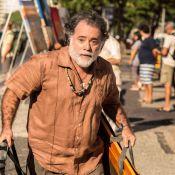 Tony Ramos aparece barbudo ao gravar a novela 'A Regra do Jogo' em praia do Rio