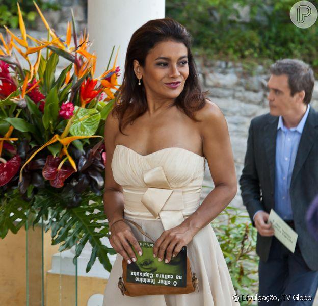 Depois de viver faxineiras e domésticas na ficção, Dira Paes interpretará uma personagem rica em 'Amores Roubados' e avisa: 'Ser versátil não é só trocar o cabelo', em junho de 2013
