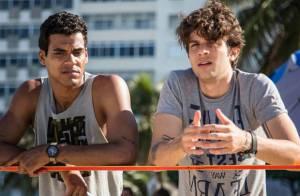 Claudio Lins grava primeiras cenas de 'Babilônia' na praia como personagem gay