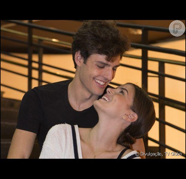 Camila Queiroz contou seus programas favoritos com o namorado, o modelo Lucas Cattani: 'Gosto de piquenique, de ir ao cinema, fazer um jantarzinho'