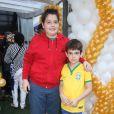 Rodrigo e João Guilherme, filhos de Fausto Silva, prestigiaram o aniversário de Luca