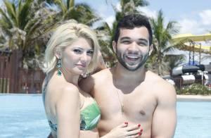 Antonia Fontenelle e Jonathan Costa curtem Dia dos Namorados em parque aquático