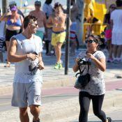 Fã corre atrás de Reynaldo Gianecchini para tirar foto com o ator no Rio