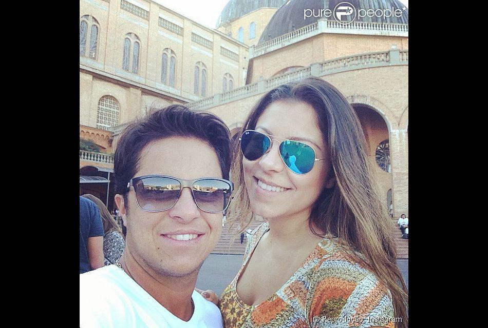 Thammy Miranda e a namorada Andressa Ferreira visitaram a Basílica de Nossa Senhora da Aparecida, no interior de São Paulo