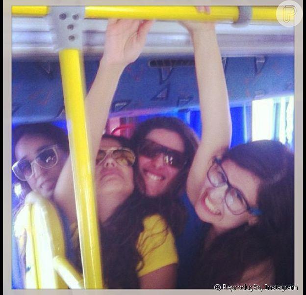 Camilla Camargo anda de ônibus em Fortaleza e diz que passou despercebida. Ela conversou com o Purepeople em 11 de junho de 2013