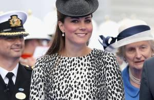 Vestido usado por Kate Middleton para batizar navio esgota em minutos em site