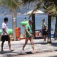 Marcelo Serrado curte as férias da TV em Ipanema, Rio de Janeiro