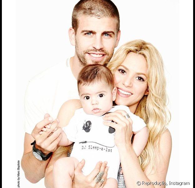 Shakira desembarca no Brasil com Milan, de cinco meses, para assistir os jogos do marido, Gerard Piqué