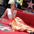 Jennifer Lopez foi homenageada com uma estrela na calçada da fama de Hollywood, m 20 de junho de 2013