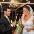 Fernanda Gentil com o marido Matheus Braga, no casamento realizado em janeiro de 2013