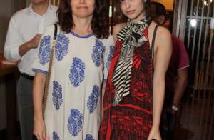 Débora Bloch curte show com a filha, Julia Anquier, que passa férias no Brasil