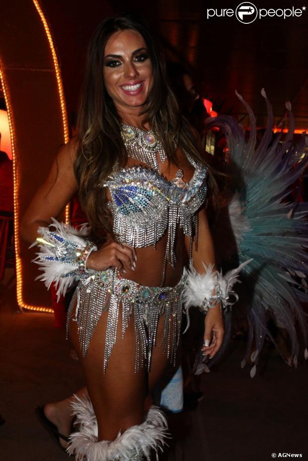 Nicole Bahls é a nova rainha de bateria da escola de samba Império Serrano
